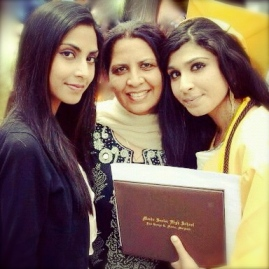 Sabrina, her mother Tasneem, and sister Kinza